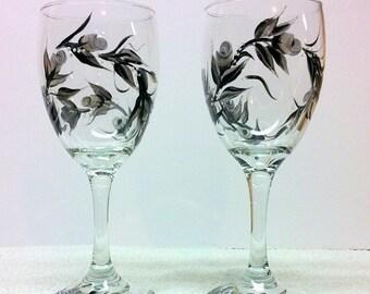 Black & White Rosebuds Wine Glasses (set of 2)
