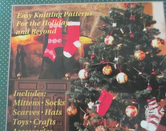 """K Vintage Decorative Country1993 crafting book """"Gifts and Toys pattern book"""" by 16 page"""