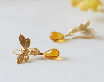 Bee Earrings, Gold Honey Bee Honey Drops Earrings, Amber Glass Dangle Earrings, Bee Jewelry, Summer Jewelry, Bee lover Gift, Gift for her
