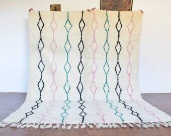 SIGNATURE 7x9.5 Moroccan Genuine Azilal Rug, Beni Ourain Rug, Antique Berber rug, Beni Rug, Wool Rug, Beni Mguild Rug, Handmade rug