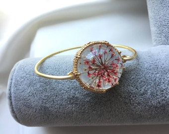 Real Flower Bracelet, Resin jewelry, Queen Anne's Lace flower bracelet, Dried flower bracelet, Gift for bride, Gift for her, Friendship gift