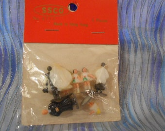 Vintage Pack With Miniature Wedding Party For Diorama  SSCO