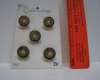 Costumakers carded five metal buttons