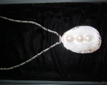 Pearls emedded in mother of pearl clam on .925 silver chain