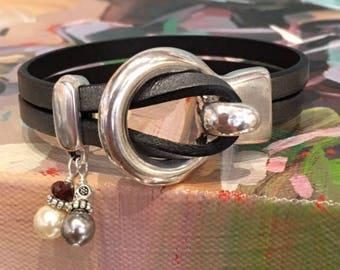 Charm bracelet   Leather and silver bracelet   Women leather bracelet   Leather   Wrap bracelet   Uno de 50   Pearl charm bracelet  