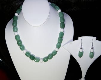 A Beautiful Green Aventurine and White Agate Necklace and Earrings. (2017155)