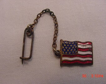 Vintage American Flag Chained Pin Or Brooch  17 - 557