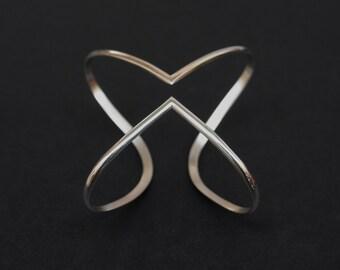 Echo - geometric, minimal, sterling silver bracelet