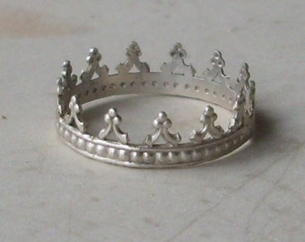 Little Crown- Sterling Silver Ring for a Queen