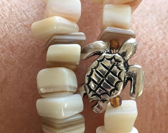 Shell with a Silver Turtle Memory Wire Bracelet White Shell Wrap Bracelet Shell Turtle Bracelet Shell Wrap Around Bracelet Beach Jewelry
