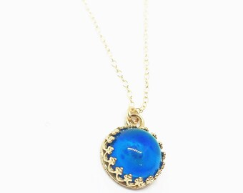 Crown Mood Necklace with Color Changing Stone in 14kt Gold