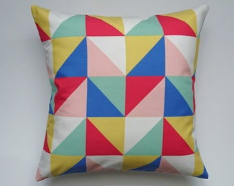 Cushion 40 x 40 with geometric triangles primary blue/yellow/red