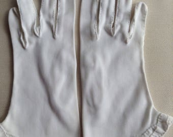 Vintage Short White Cotton Gloves with Hand Sewn Scalloped Edge, Overlapping Leaf Design. Cotton Gloves. 1950s. 3 inches wide. 8 inches long
