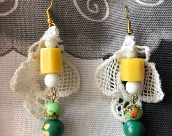 "Pendant earrings Vintage ""Pizzo"" collection green and yellow glass beads"