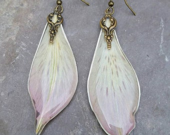 Real lilly earrings - Botanical jewelry - pressed flower jewelry - dried flower earrings - resin jewelry