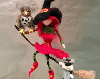 Needle felted witch with her cat and her owl, Halloween decor, Halloween ornament, witch ornament, witch doll, Waldorf witch, wool witch