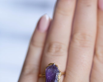 Vertical Raw Amethyst Ring, Gold Ring, Gemstone Ring, Raw Crystal Ring, Statement Ring, February Birthstone Ring, Boho Ring, Raw Stone Ring