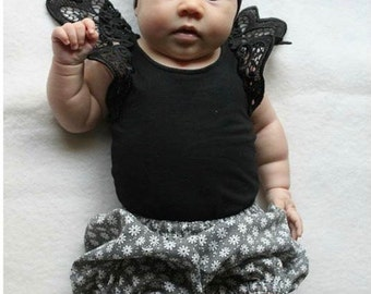 Black & White Flower Bloomers | Shorts | Pants | Nappy Cover | Diaper Cover | Baby | Toddler | Floral | Baby Girl