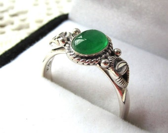 Sterling Silver Ring set with 7x5mm Oval Green Agate Cabachon Gemstone