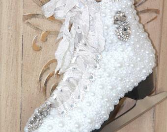 Christmas ice skates, vintage christmas, christmas decor, door hanger, ice skates, christmas gifts vintage skates ice skates, wall decor