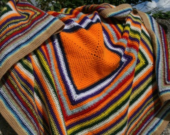 Alexis : Pretty vintage little afghan blanket, bright colors, beige edge, crocheted granny square