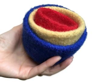Bols de nidification feutrine décoration feutrée ensemble de trois couleurs primaires, tricoté en laine feutrée bureau organisateur rangement cadeau d'hôtesse