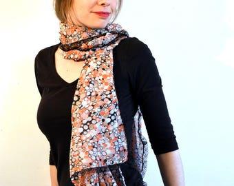 Nouveauté, foulard (v5) en voile blanc, abricot impréssion ronds