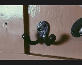 Chunky Cast Iron Double Robe Hook in Antique Iron Finish 50 x 75mm