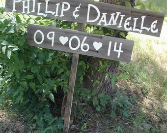 Rustic Wedding Sign / Rustic Country Wedding Sign / Rustic Wedding Decorations / Personalized Wedding Sign / Wedding Date Sign