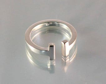 An ajustable ring