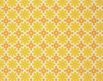 Ginger Snap by Heather Bailey for Free Spirit - Snapdaisy - Butterscotch - 1/2 yard cotton quilt fabric 516