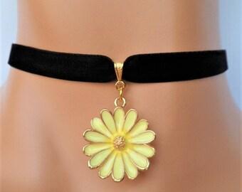 daisy choker, black velvet choker, flower choker, daisy necklace