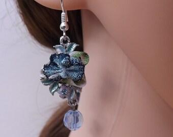 Blue flower earrings, summer earrings, flower earrings, resin jewellery, flower jewellery