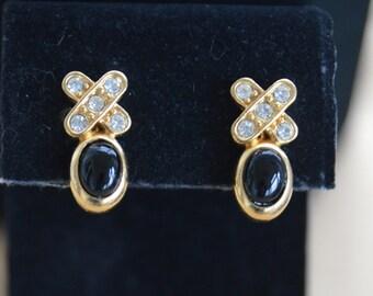 Pretty Vintage Faux Onyx, Rhinestone Clip Earrings, Gold tone (AL11)