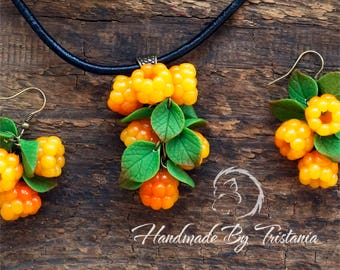 Berries pendant jewelry of polymer clay cloudberry bracelet leaves pendent idea gifts necklace with berries handmade