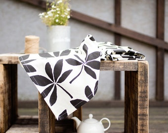 Towels with leaves - Black and white linen tea towels - Modern kitchen towels - Hostess gift - Housewarming gift