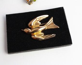 Vintage 1940s  signed   Coro  Pegasus  Swallow / Bird   Brooch/ Retro Coro Bird pin #1813