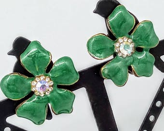 25mm vintage green enamel earrings, vintage earrings, 1980s clip on earrings, green flower earrings, green earrings, 1980s enamel earrings