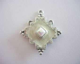 Enameled Medallion antique silver, with rings diamond