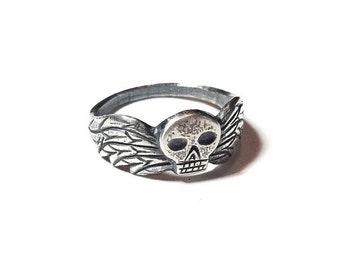 Taphophile ring in sterling silver (winged skull, death's head)