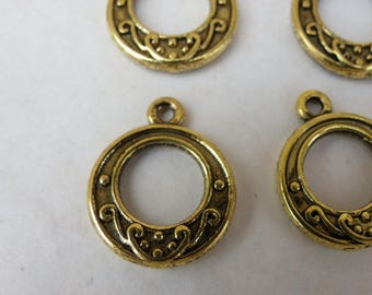5 charms in brass Golden ages with motifs of 19 mm