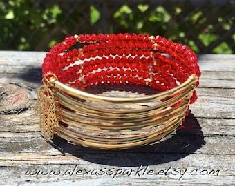 Cherry Red Beaded Bracelet Set with gold plated connectors - Pulseras Semanario color rojo con conectores de chapa de oro