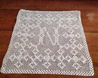 Doily or small curtain, 43x46cm, ecru crochet