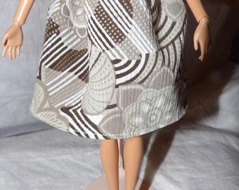 Fashion Doll Coordinates - Easy on elastc waist skirt in a tan, white & brown print - es314