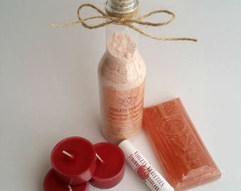14.00 Strawberry Bliss Bundle: Bath Fizz, Soap, Lip Balm & Tealights