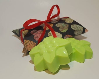 Moisturizing Floral Soap - handmade soap, gift soap, gift for her, face soap, hand soap, gift for mom, vegan soap, body soap.