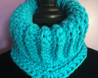 Crochet cowl crochet neckwarmer ladies scarf trendy cowl fashion cowl thick cowl chunky neck warmer gifts for her