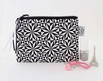 Minimalist pouch with zipper by ANJESY design