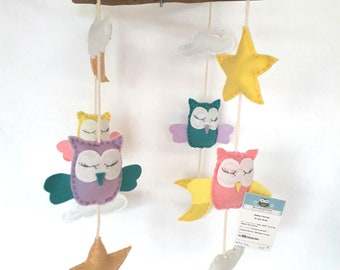Mobile owls made of felt and Driftwood in pastels