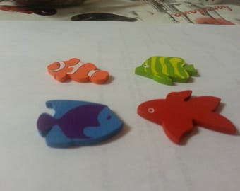 1 set of 4 wooden fish painted and has stuck in different colors
